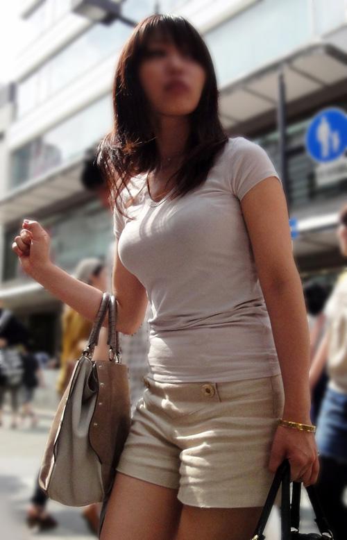 【着衣巨乳エロ画像】デケェ…思わず見惚れるおっぱい!街中ですれ違ったら二度見必至の着衣巨乳がこ