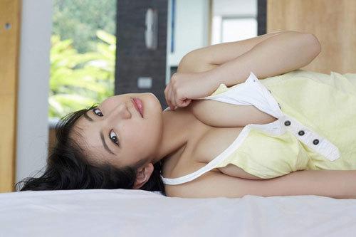 紗綾のまだまだ成長途上の巨乳おっぱい15