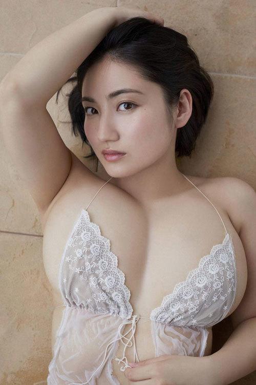 紗綾のまだまだ成長途上の巨乳おっぱい35