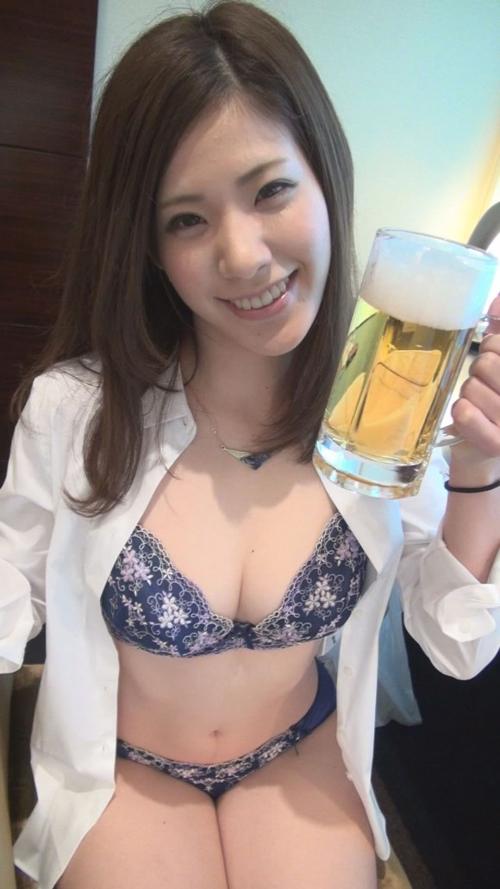 飲み屋でほろ酔いの女性5人に酒おごったら簡単にヤれた件