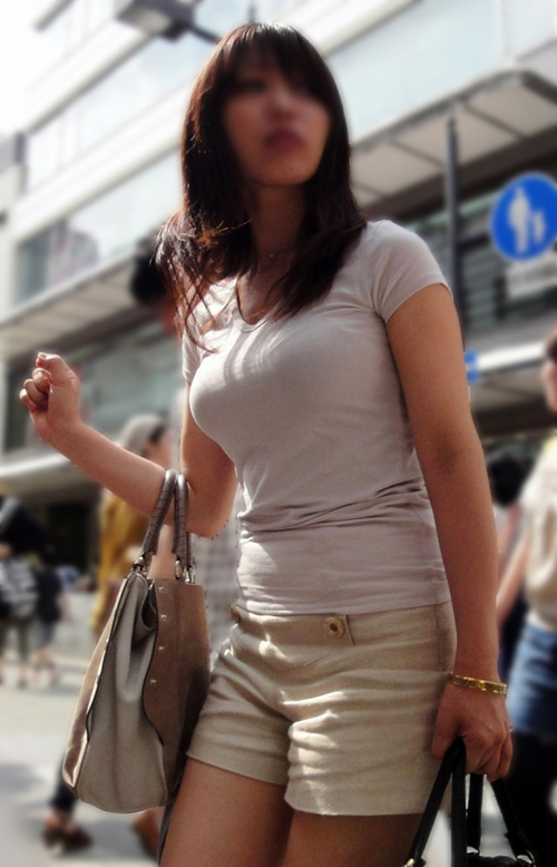 膨らみすぎた着衣巨乳おっぱいに思わず俺の股間も膨らんじゃう件www(画像30枚)