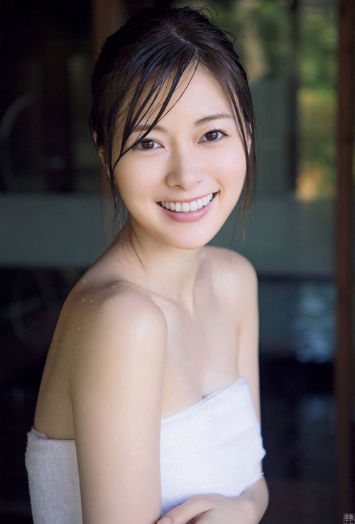 白石麻衣(25) ほとんど裸…美しすぎる温泉入浴グラビア。
