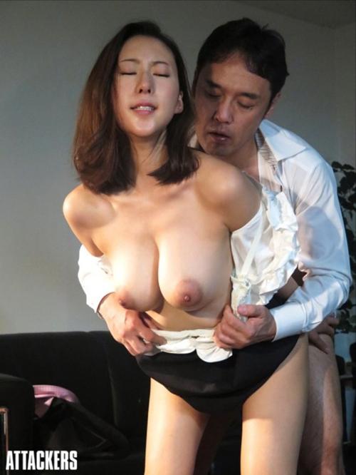 今一番抜ける人妻系女優・松下紗栄子の乳輪が堅そう