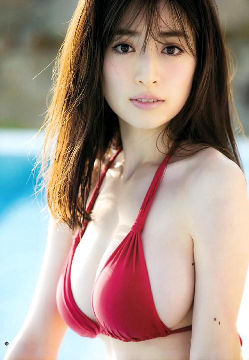 泉里香(29)のクビレ巨乳がもはや異次元!更に進化した神ボディー。
