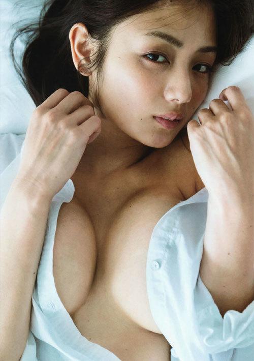 片山萌美の巨乳輪のおっぱいがエロ過ぎ21