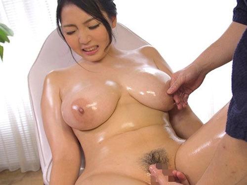 Hカップのロケット乳介護士が巨大チンポで膣内奥を突かれてレンゾク絶頂 水澄ひかり