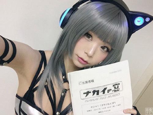 美少女コスプレイヤーの五木あきら 半裸でTV出演。