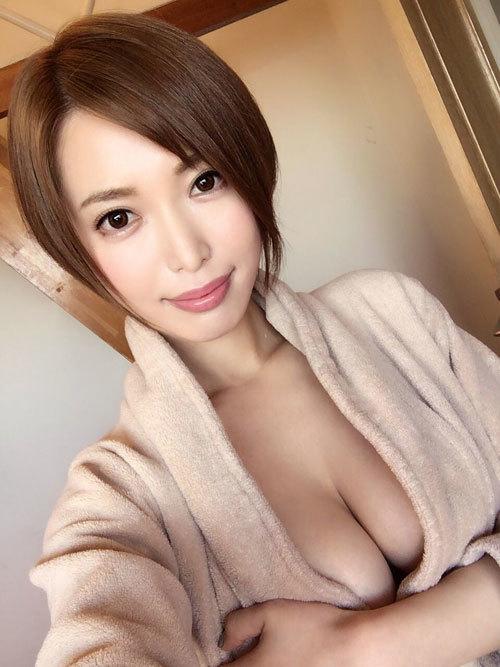 AV女優・君島みお(瞳ゆら・京本かえで)の魅力