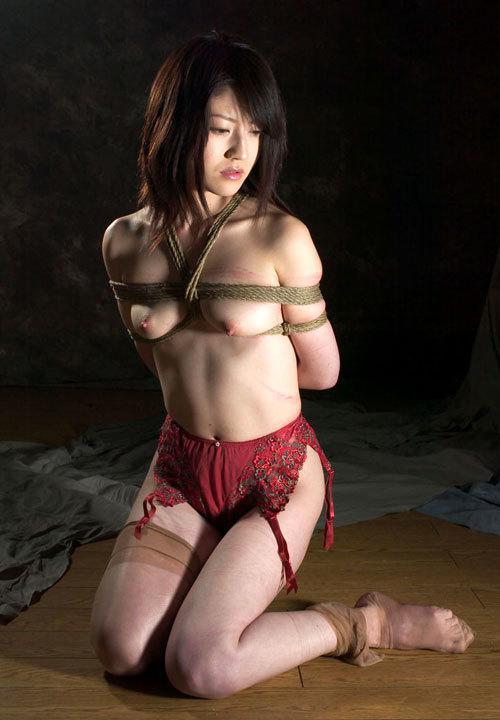 おっぱいを縛り上げられ緊縛調教されるドM嬢6