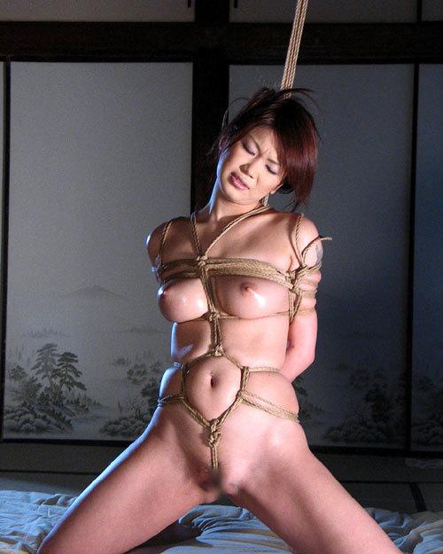 おっぱいを縛り上げられ緊縛調教されるドM嬢16