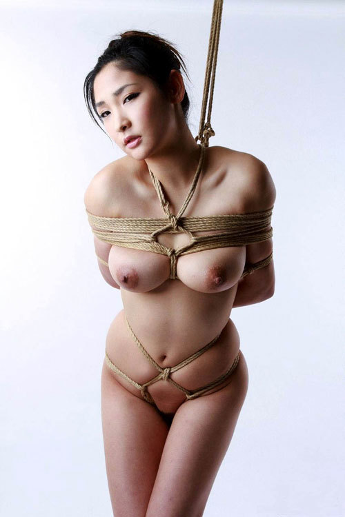 おっぱいを縛り上げられ緊縛調教されるドM嬢20