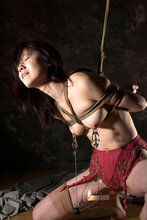 おっぱいを縛り上げられ緊縛調教されるドM嬢25