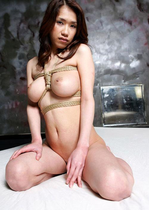 おっぱいを縛り上げられ緊縛調教されるドM嬢28