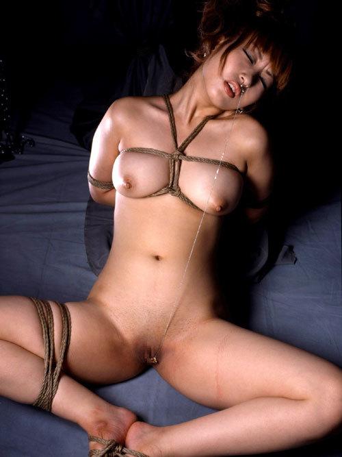 おっぱいを縛り上げられ緊縛調教されるドM嬢29