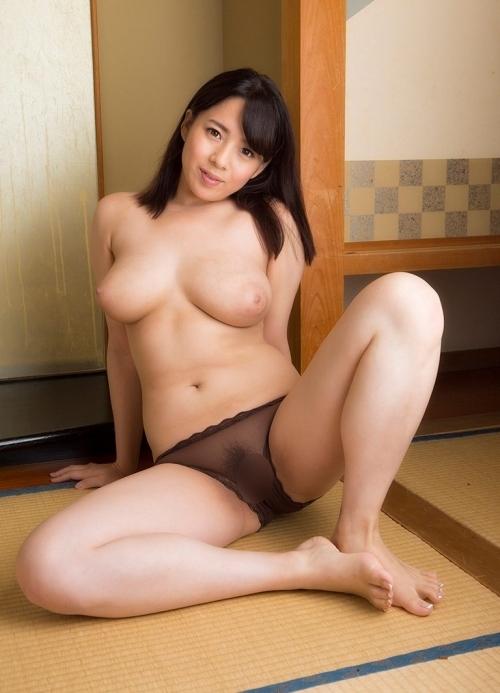 三島奈津子 童貞喰いまくってきたような豊満巨乳人妻のJカップがこちら