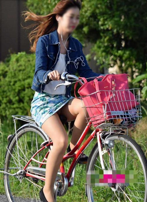 自転車スカートで漕げばパンチラ★エロ画像49枚