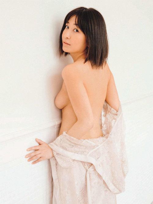 小野真弓(36歳)の8年ぶりセミヌード写真集、全く抜けないと話題!
