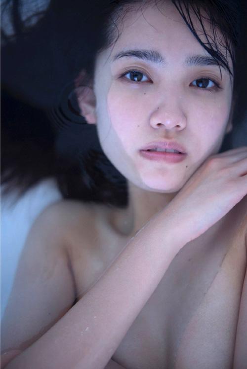AKB加藤玲奈(20)が衝撃のセミヌード。