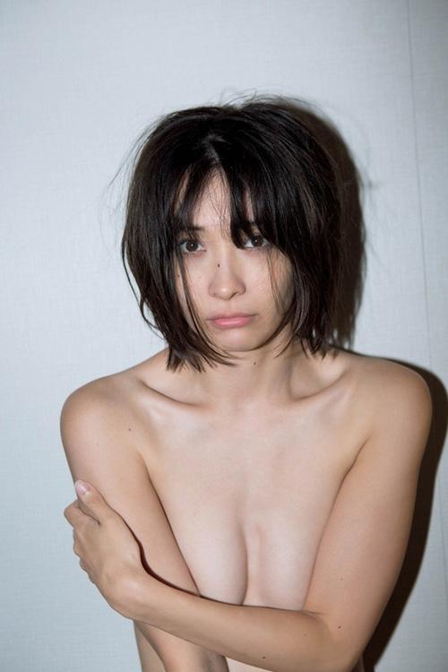 あのミスマガジン2004に選ばれた山崎真実(32)が限界超えの過去最高露出!