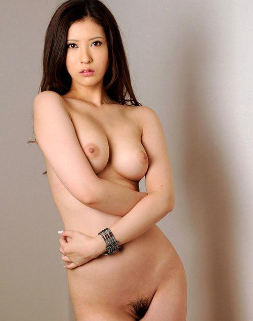 全裸でおっぱいとアンダーへも丸出しの女の子8
