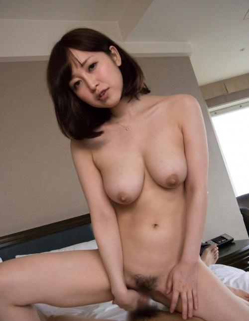 篠田ゆう 人妻の巨乳とむっちりエロ尻で誘惑されたら拒否できるか?