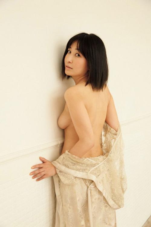 【セミヌード】小野真弓(36)、最新ヌード写真集から追加カットキタ━━━(゚∀゚)━━━!!