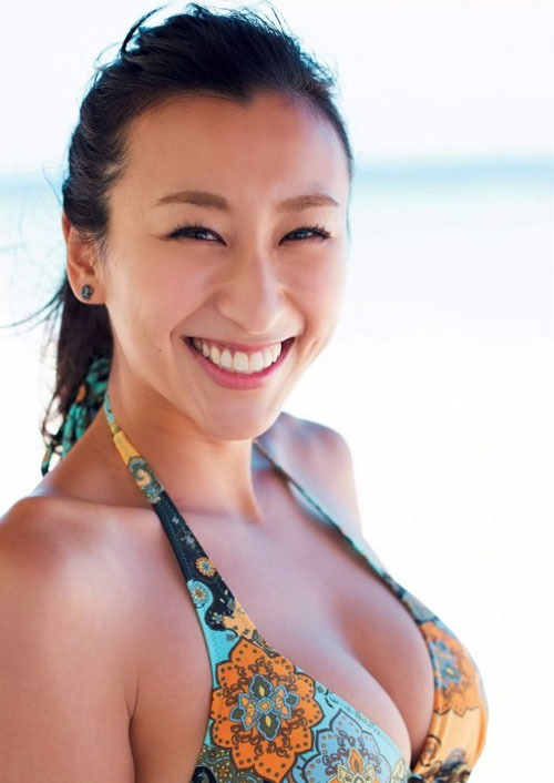 【浅田舞が舞台(煉獄に笑う)で巨乳おっぱいの下乳を開放】画像22枚