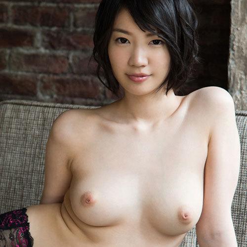 鈴木心春 Fカップの陥没乳首がエロい美巨乳おっぱいにしゃぶりつきたい
