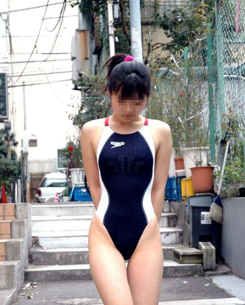 【競泳水着エロ画像】ピチピチで割れ目やお尻の食い込みが半端なくてイヤらし過ぎるwww