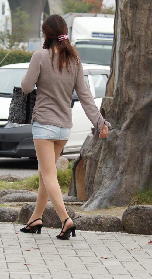 【街撮りお尻エロ画像】街中で着衣美尻の素人美女を発見したら、性欲を掻き立てられるwww