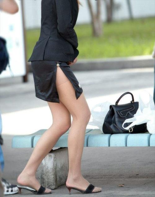 【素人街撮り】タイトスカートのスリットからムチムチの太もも!!画像35枚