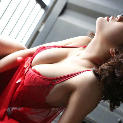 岸明日香 赤ボンデージでの、大人の女の色気がエロすぎる写真集画像キタ!