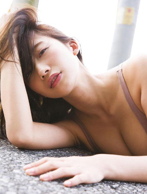 小倉優香ナンバーワングラドルのおっぱい8