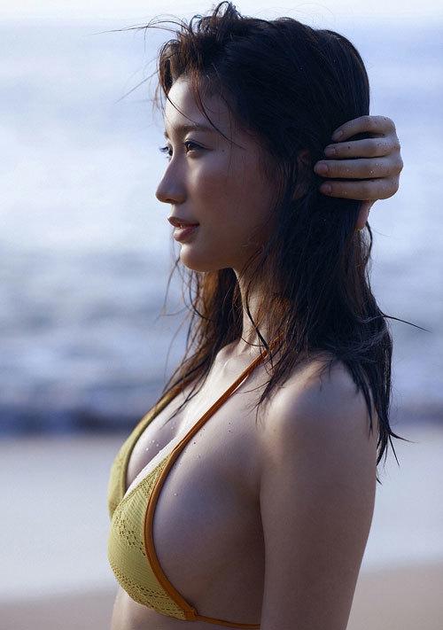 小倉優香ナンバーワングラドルのおっぱい35