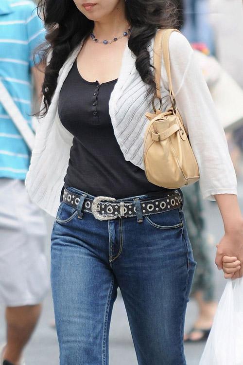 【街撮り着衣巨乳エロ画像】思わず乳デカと呟く…気になったおっぱいを無差別に撮影www