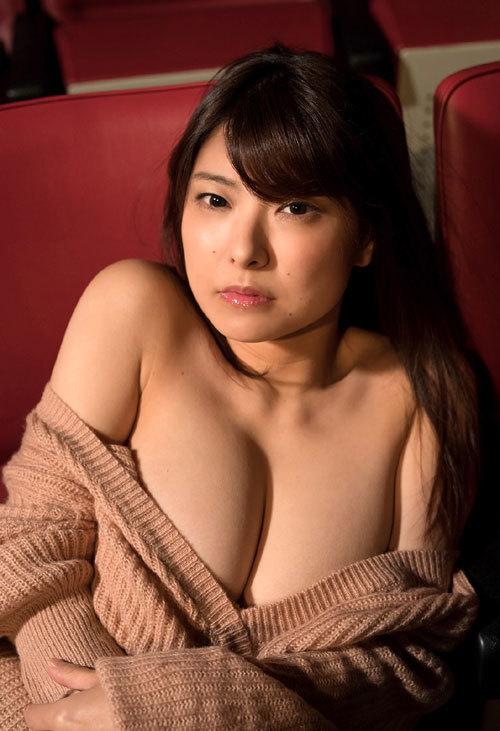 花井美理Jカップのはみ出し過ぎなおっぱい16