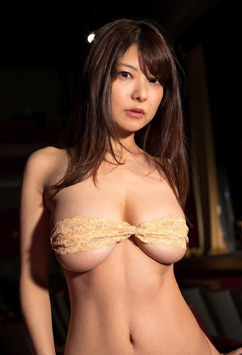 花井美理Jカップのはみ出し過ぎなおっぱい23