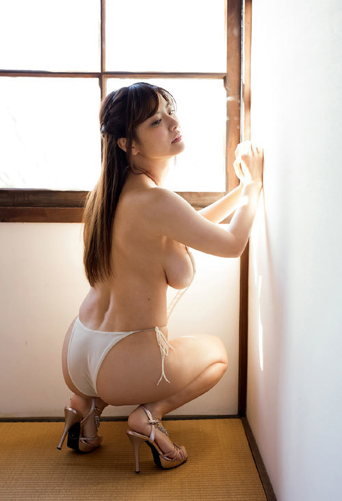 花井美理Jカップのはみ出し過ぎなおっぱい41