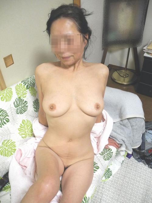 【熟女】スレンダーな素人熟女さんの全裸画像20枚