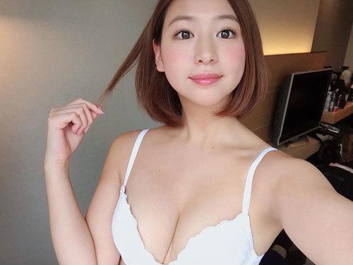 佐山彩香のFカップおっぱいにムッチリボディ13