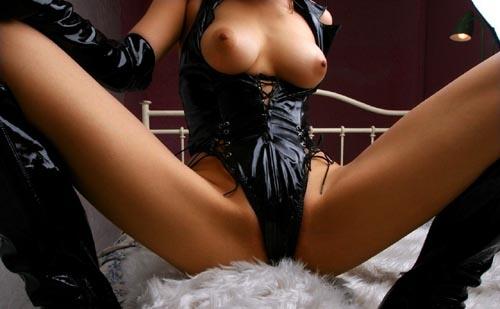 【エロ動画】女王様に体に鞭打ってる…引き締まるボンデージファッション(;´∀`)