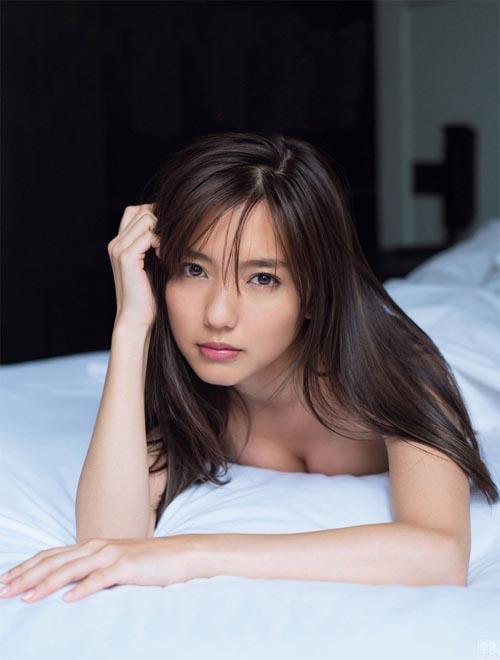 真野恵里菜(26)が裸に…!?過激なセミヌード画像