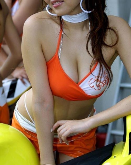 【美人レースクイーンのハプニング乳輪・乳首】画像24枚