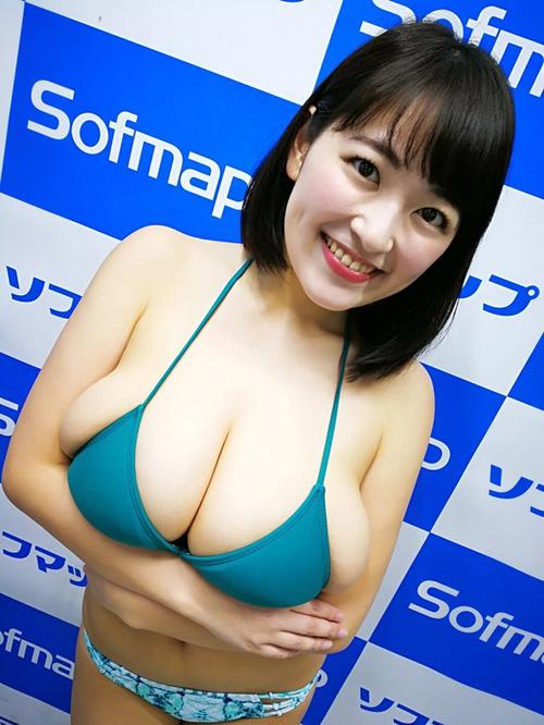 Iカップグラドル柳瀬早紀が自身の乳のポロリについて語る「ポロリなんて次元じゃない」