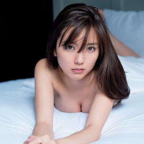 人気女優 真野恵里菜がヌードに…!?最新写真集『ERINA』より過激なセクシー画像