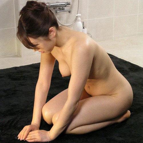 女の子が全裸になって謝罪!基本全裸土下座してるエロ画像まとめ