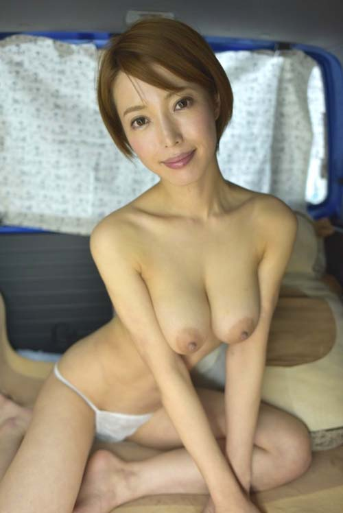 AV女優・君島みおが旅行中に一般人を食いまくる新作