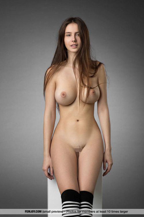 胸・腰・尻、正面・横・後ろ…どこをどこから見ても完全無欠!二次元を越えた美女の美しくもエロいヌードww # 外人エロ画像