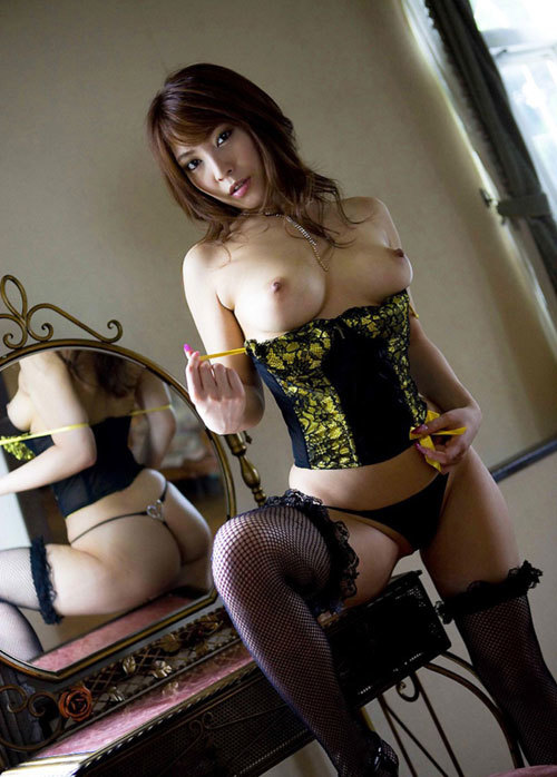 鏡に写ってるおねえさんのおっぱいも見たい8