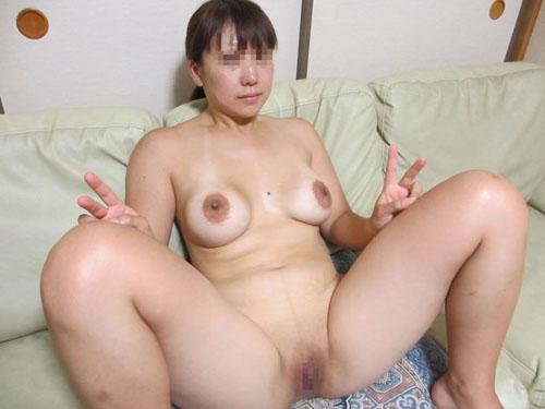 【熟女】旦那が自宅で撮った奥さんのヌード画像21枚